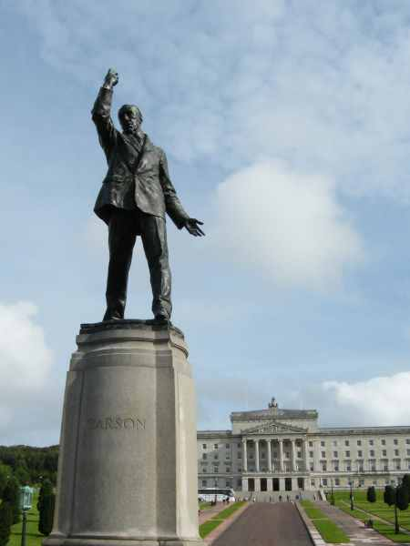 028_Belfast_Edward_Carson_statue_at_Stormont